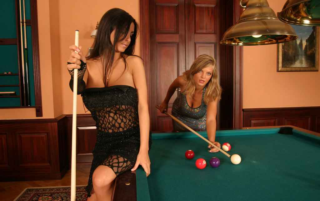 Ewa sonnet playing pool